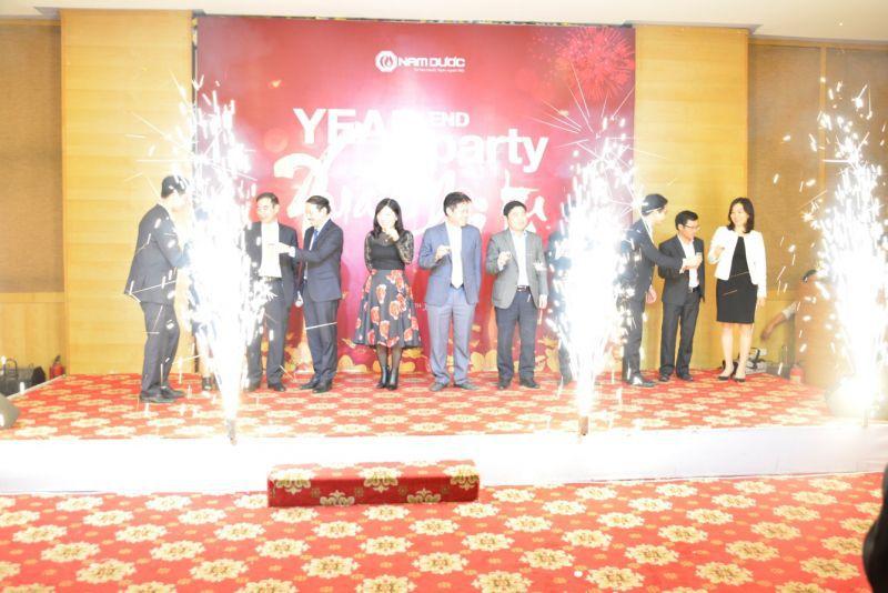 Ban Lãnh đạo công ty cùng khách mời khai tiệc